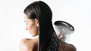 hg_showers-raindance-select-handshower-woman-back-guerand_1154x650_rdax_730x411